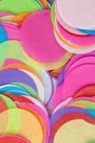Coriandoli nei colori luminosi Fotografie Stock Libere da Diritti