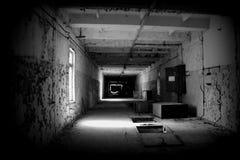 Coridor dans l'objet Duga, zone de Chornobyl Photographie stock libre de droits