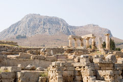 Corinth. De tempel van Apollo Stock Fotografie