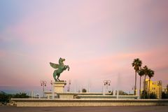 Corinth, Grecja, 5 2017 Październik Piękna fontanna z Pegasus statuą na nim w Corinth w Grecja Obraz Stock