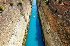 Corinth kanal i Grekland i en sommardag fotografering för bildbyråer