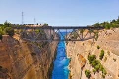 Corinth kanaliserar i Grekland royaltyfri foto
