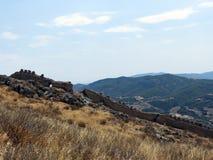 Corinth, stare ściany, bezwodni skłony, Grecja zdjęcie royalty free