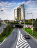 Corinthia står högt hotellet, trafik Prague, Tjeckien Royaltyfri Foto