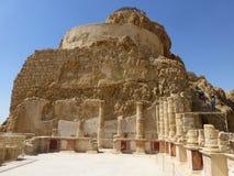 Corinthian kolonner av den nordliga slotten i Masada royaltyfria bilder