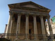 Corinthian kolonner och huvudstad i Roman Temple i Vic, Catalonia, Spanien arkivbilder