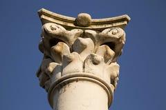 Corinthisch geïsoleerd kolomkapitaal Royalty-vrije Stock Foto's