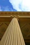 Corinthische Kolom met Wolken Stock Foto