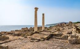 Corinthische kolommen en ruïnes van oude Tharros in Sardinige royalty-vrije stock afbeelding