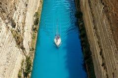 Corinthkanaal in Griekenland in een de zomerdag royalty-vrije stock afbeeldingen
