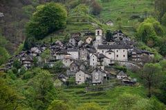 Corippo Verzasca dal, Schweiz fotografering för bildbyråer