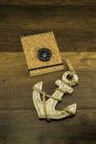 Cork книга крышки с компасом и большим старым белым анкером Стоковое Фото