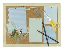 Cork доска объявлений с примечанием ручки, бумагой, штырем, карандашем Стоковое фото RF