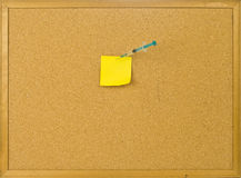 Cork bulletin board with note and syringe . Royalty Free Stock Photos