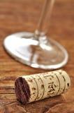 Cork en glas Italiaanse rode wijn Stock Foto's