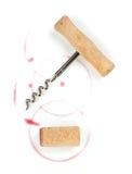 Cork en kurketrekker met rode wijnvlekken Stock Afbeelding