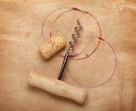 Cork en kurketrekker met rode wijnvlekken Royalty-vrije Stock Foto's