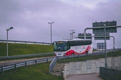Cork International Airport : autobus arrivant à l'aéroport Images stock