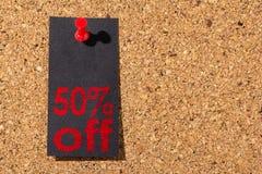 Cork paneel Rode punaise, zwart document: Black Friday-concept royalty-vrije stock foto