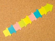Cork raad kleurde diagonale pijlen Stock Fotografie
