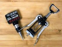 Cork Screw Openers- und Wein-Stopper lizenzfreie stockfotos