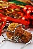 Cork van Champagne met decoratie stock foto's