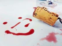 Cork van de Redwinewijn de glimlach van de wijnglaskurketrekker Royalty-vrije Stock Foto's