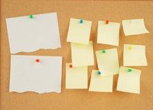 corkboard σημειώσεις Στοκ φωτογραφίες με δικαίωμα ελεύθερης χρήσης