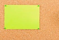 Corkboard avec la feuille de papier Image stock