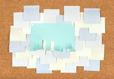 corkboard blanc d'annonces on Photographie stock