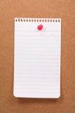 Corkboard et papier à lettres Image stock