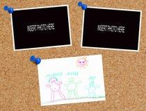 Corkboard mit Abbildung und Fotos Stockfoto