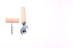 Corkscrew com o abridor de madeira do punho e de lata do vintage com o punho de madeira isolado no fundo branco Imagem de Stock Royalty Free