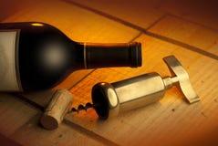 Corkscrew, cortiça e frasco Imagens de Stock