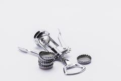 Corkscrew de aço inoxidável com as tampas do metal no fundo branco Fotografia de Stock Royalty Free