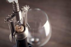 Corkscrew e um vidro do vinho Imagens de Stock Royalty Free