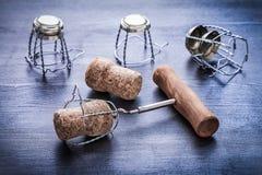 Corkscrew i corcks szampańscy wirh druty Zdjęcie Stock