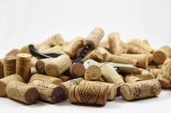 Corkscrew no montão de cortiça do vinho Foto de Stock Royalty Free