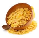Corn Flakes in der Schüssel auf Weiß Lizenzfreie Stockfotos