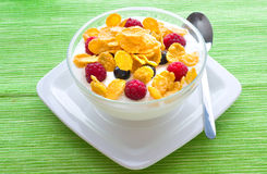 Corn flakes and fresh berries Royalty Free Stock Photography