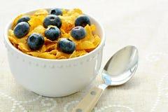 Corn Flakes mit Blaubeeren Stockfotos