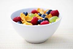 Corn Flakes mit Früchten Lizenzfreies Stockfoto