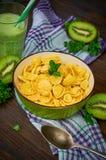 Corn-Flakes mit Kiwi Smoothie Lizenzfreie Stockfotografie