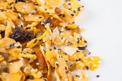 Corn-Flakes mit Mandel, Honig, indischem Sesam und Trockenfrüchten Lizenzfreie Stockfotografie