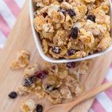 Corn-Flakes mit Rosine lizenzfreie stockfotos