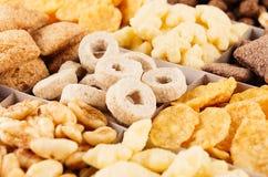 Corn Flakes stellten Nahaufnahme, dekoratives Schachmuster ein Stockfotografie