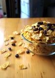 Corn-Flakes und Rosinen Stockbilder