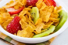Corn Flakes With Strawberries And Kiwi Fruit Royalty Free Stock Images