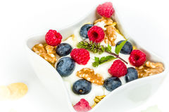 Corn flakes with yoghurt, honey, walnuts raspberries and blueber Stock Photography