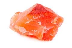 Cornalina de piedra mineral macra en el fondo blanco Foto de archivo